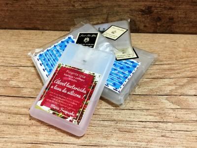 Álcool bactericida e luva de silicone - card