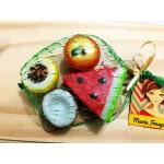 Mini tábua com mini frutas