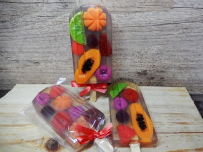 Picolé de frutas tropicais
