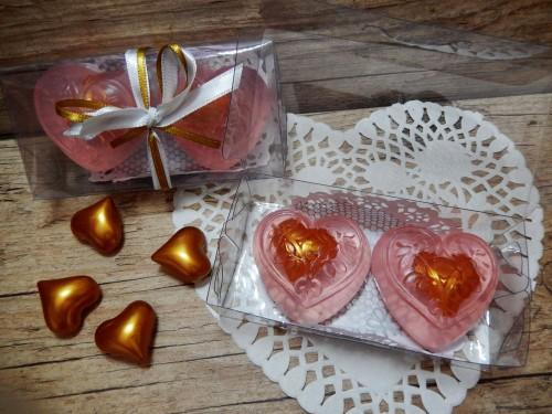 Dois corações - sabonete recheado com óleo de banho